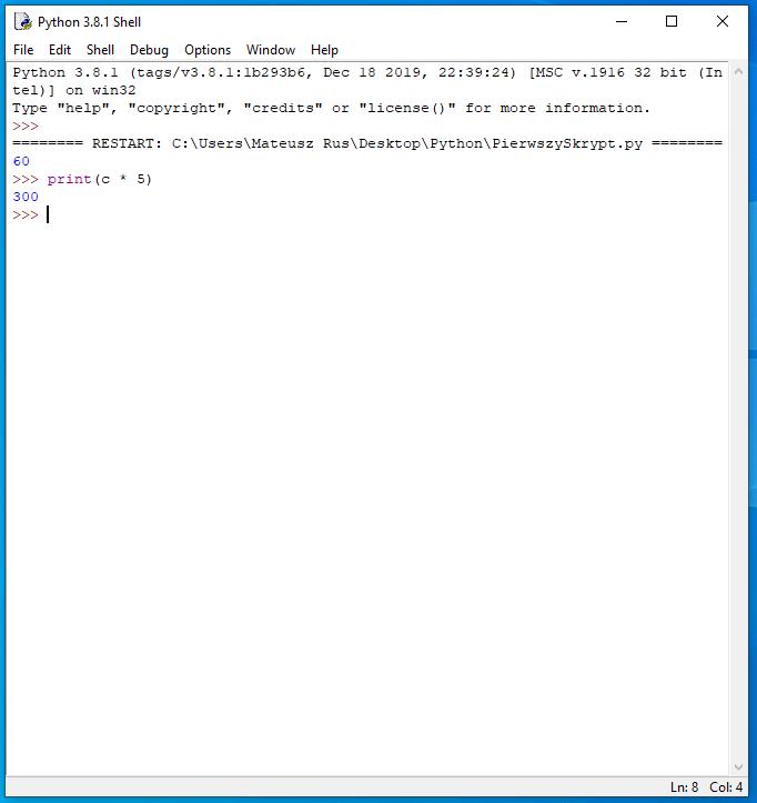 Przykład interaktywnej powłoki. Mimo zakończenia skryptu, powłoka nadal pamięta zadeklarowane zmienne.